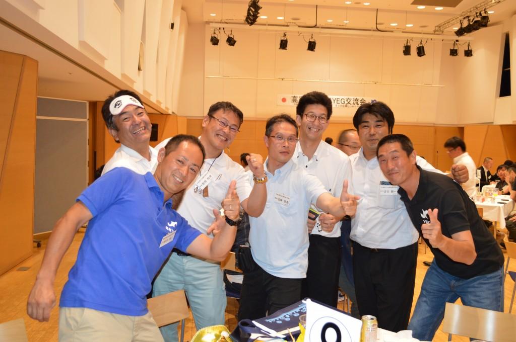 児島YEGメンバー、新見YEGメンバーと安藤副会長